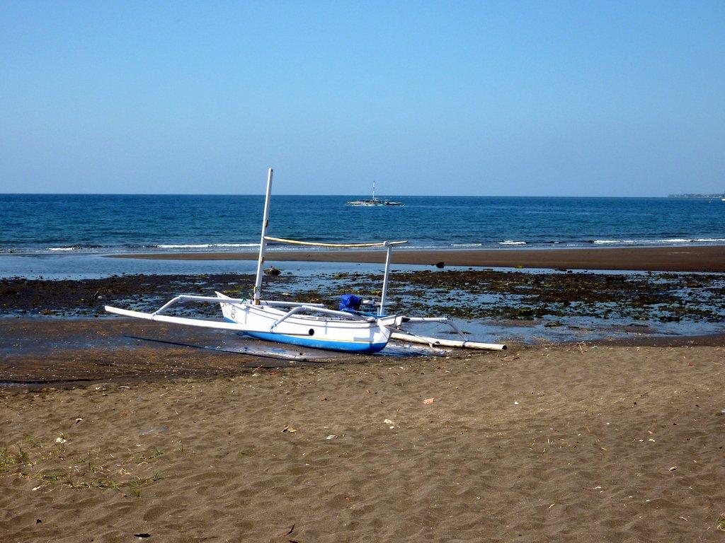 La spiaggia di Lovina