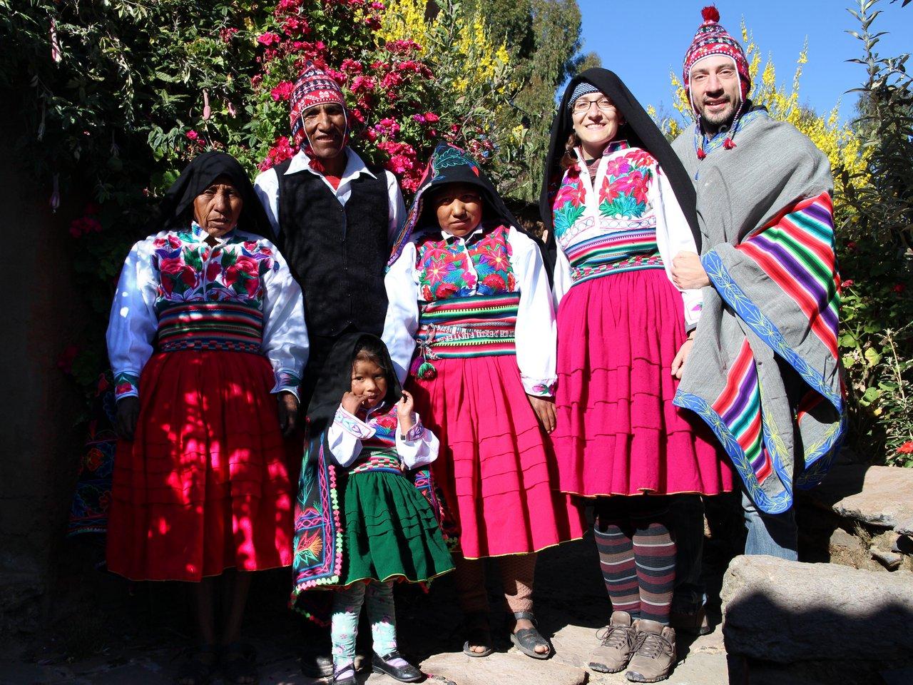 lago titicaca fai da te: in vestiti tipici ad Amantani