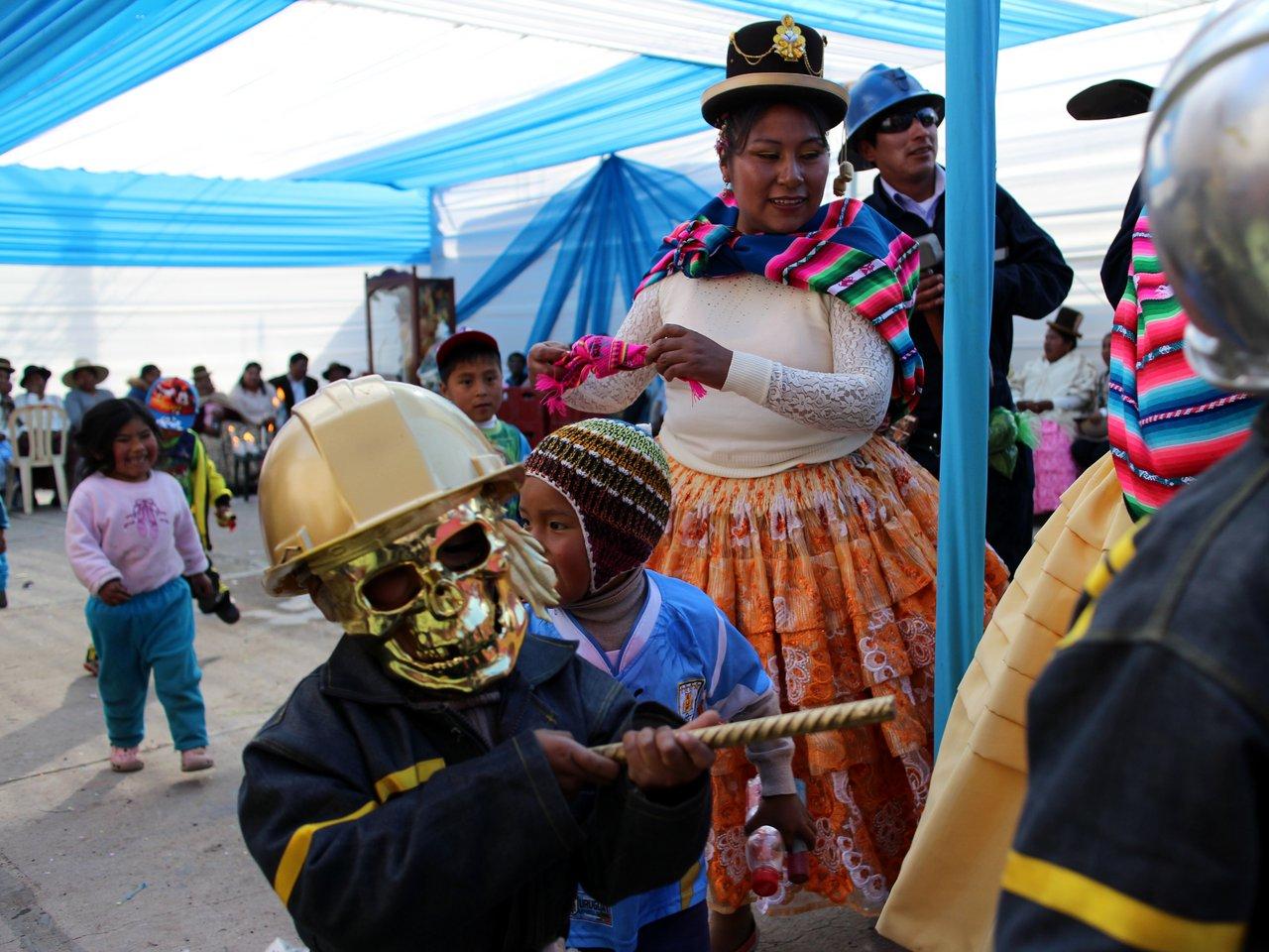 lago titicaca fai da te: festa di quartiere a puno