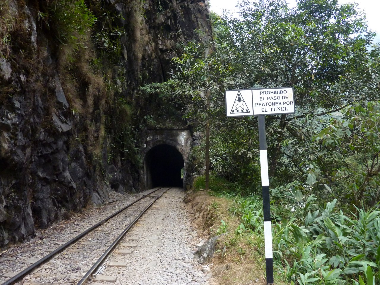 Machu Picchu low cost: attraversamento del tunnel