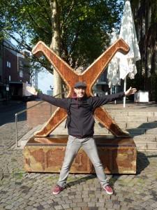 Il logo di Düsseldorf è un uomo stilizzato a testa in giù