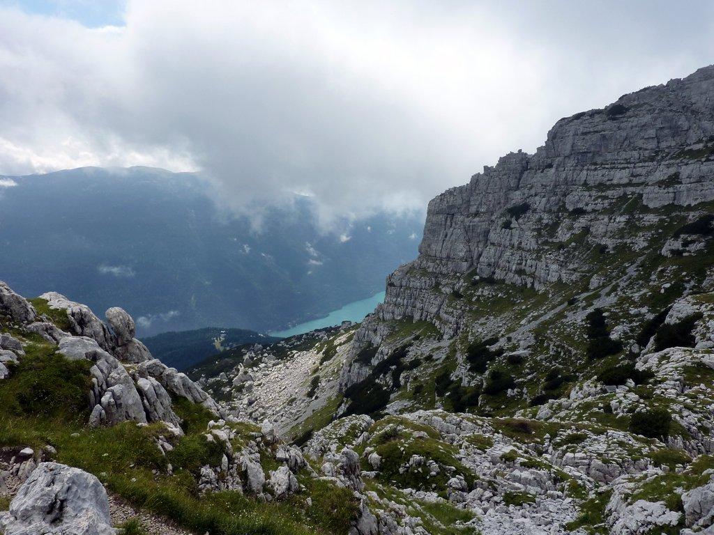 escursione al croz dell'altissimo: panorama lago di molveno