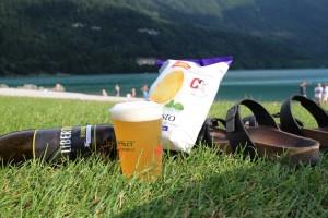 birra in riva al lago di molveno