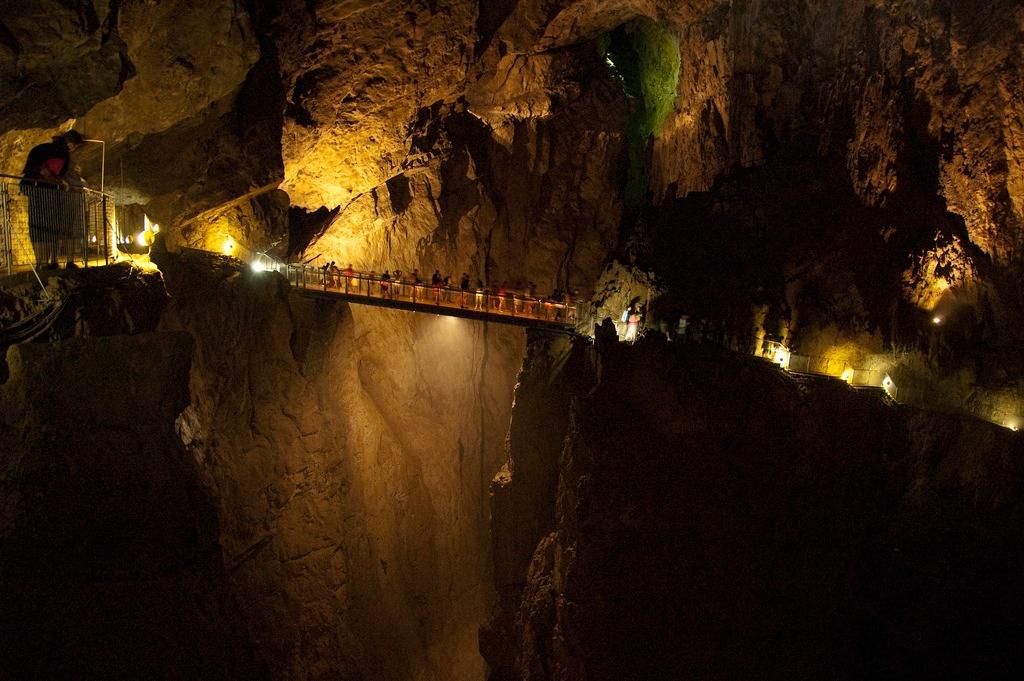 Il ponte delle Grotte di San Canziano