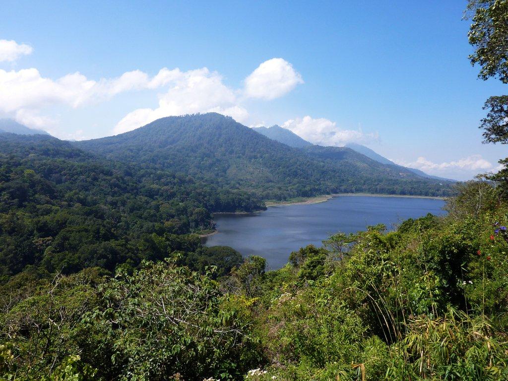 Panorama del lago Danau Buyan