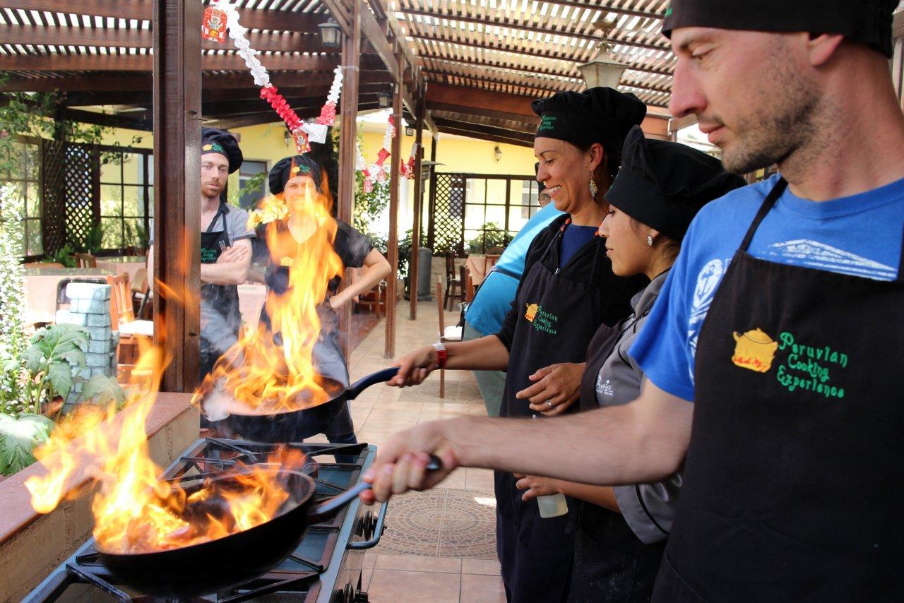 corso di cucina peruviana: preparazione del lomo saltado