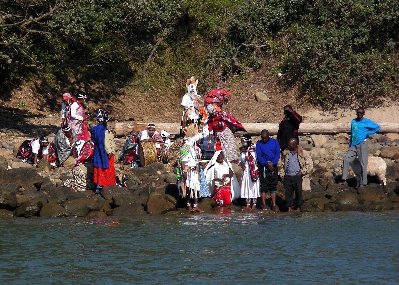 sudafrica itinerario: Un rito religioso sulla spiaggia a Port St. John