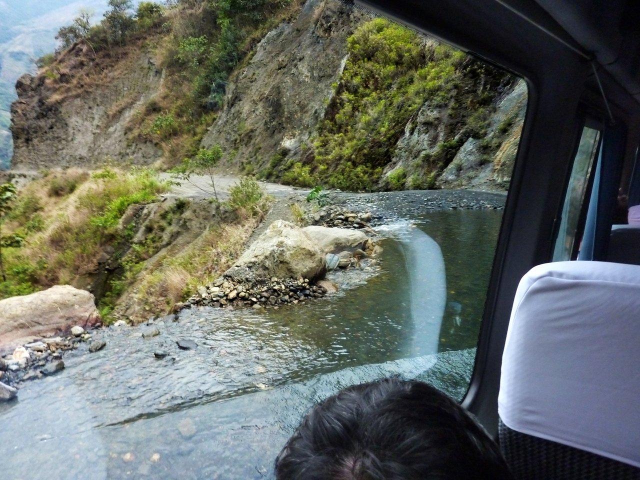 Machu Picchu low cost: guado del torrente