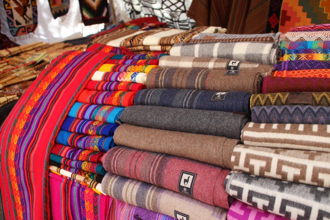 pisac peru - tessuti al mercato