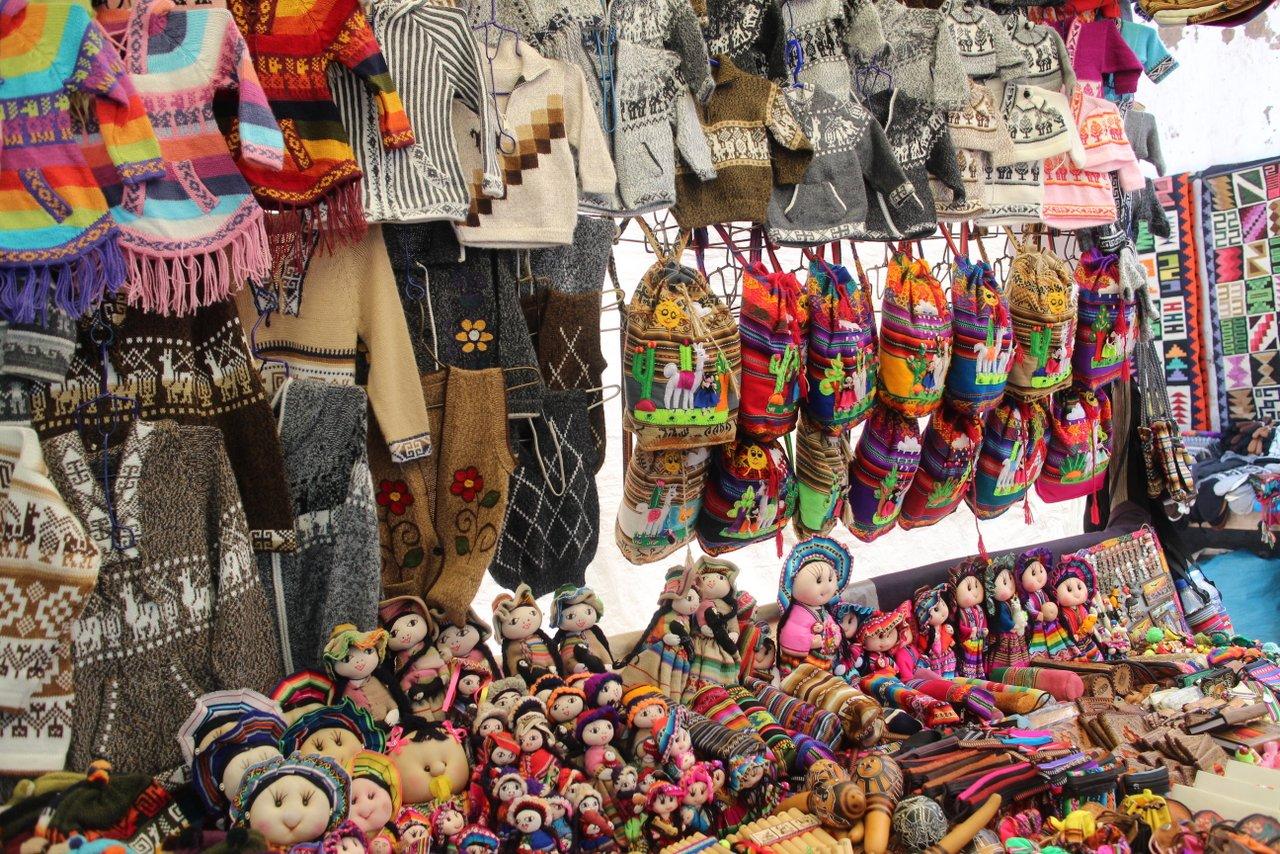 pisac peru souvenir al mercato