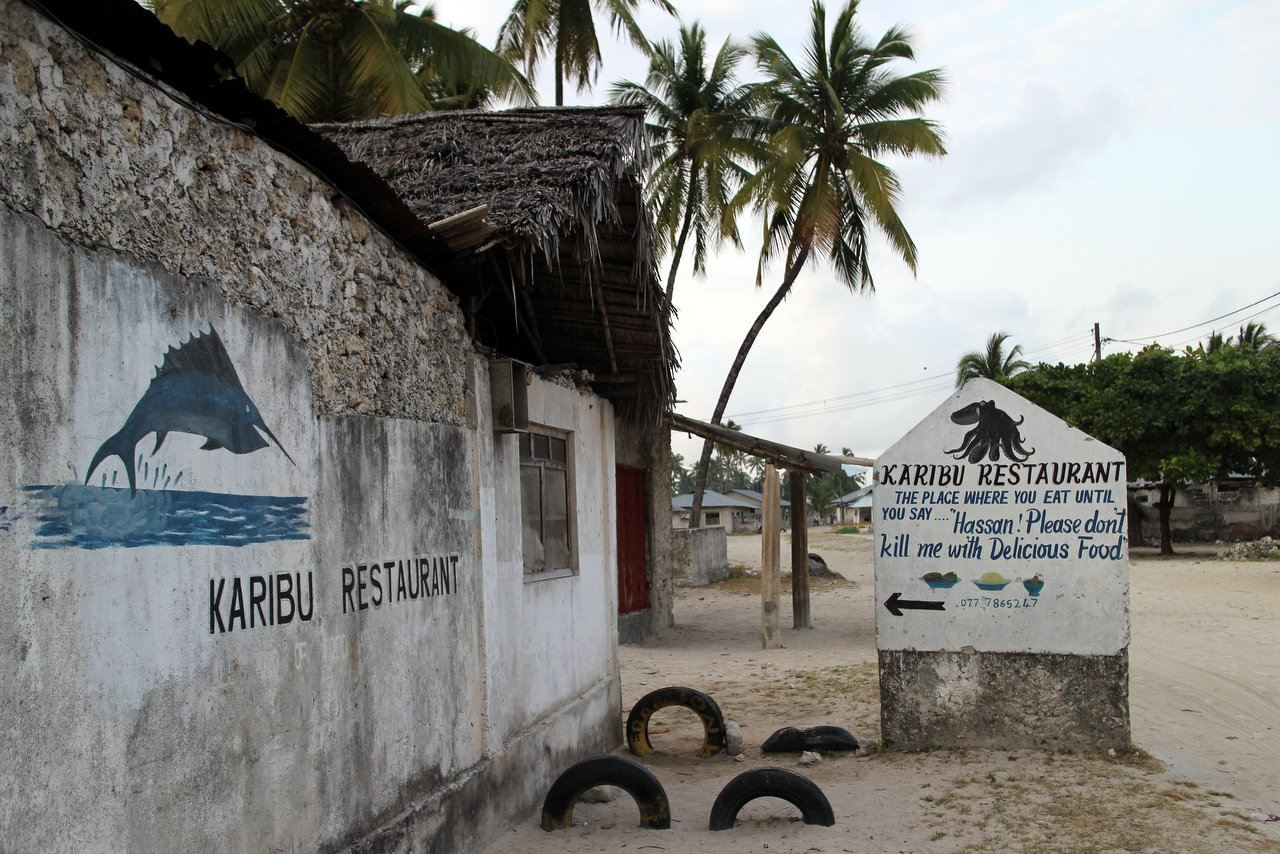 jambiani-zanzibar: L'insegna del Karibu Restaurant