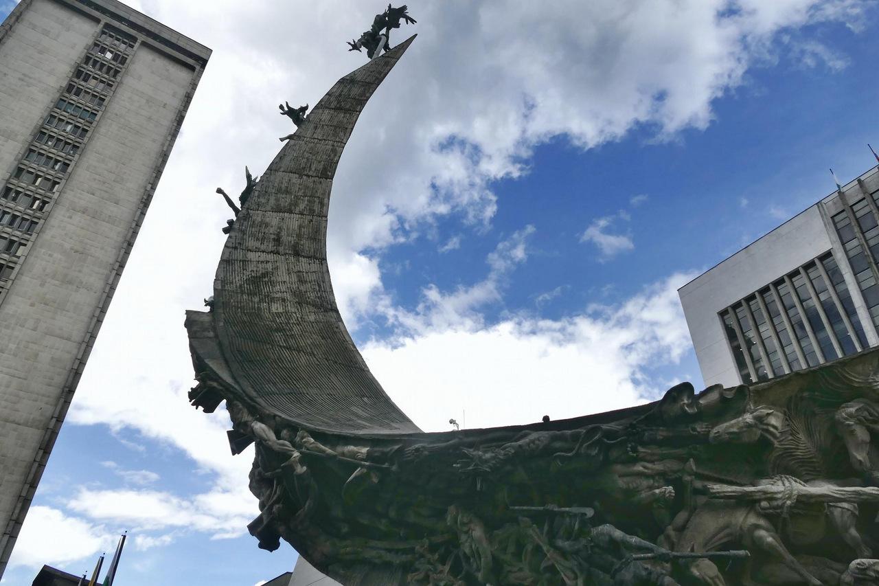 itinerario di tre settimane in colombia: Monumento a la Vida a Medellin