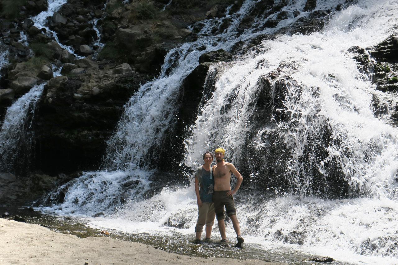 lago natron tanzania: le cascate del fiume Engaresero