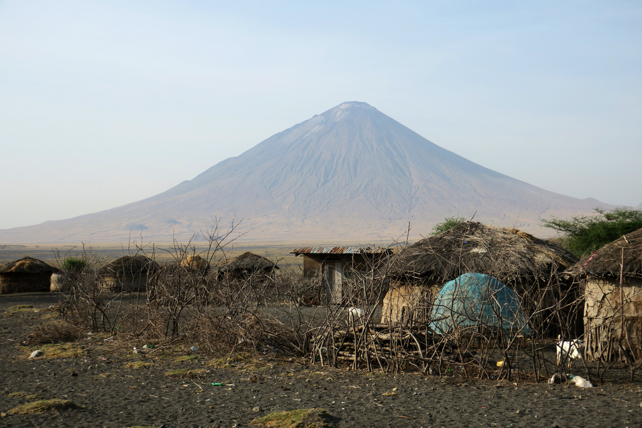 lago natron tanzania: il vulcano Ol Doinyo Lengai