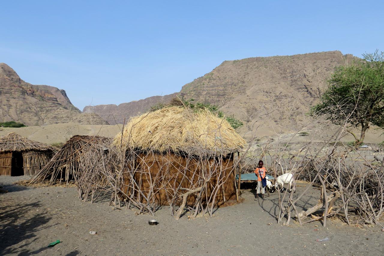 lago natron tanzania: case nel villaggio masai