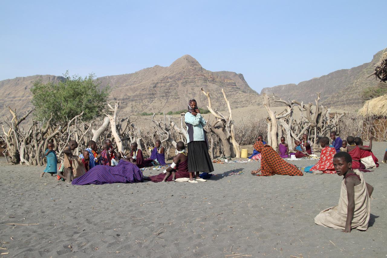 lago natron tanzania: le donne del villaggio masai