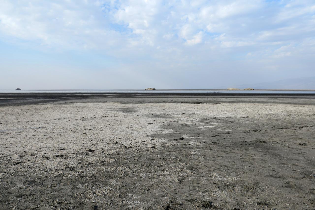 lago natron tanzania: le rive del lago