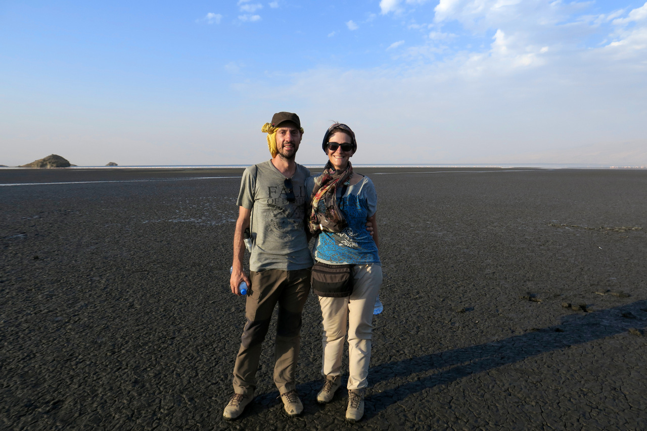 lago natron tanzania: un deserto di terra nera