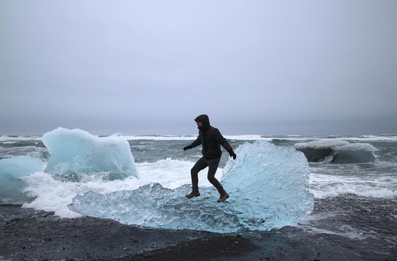 laguna di jokulsarlon: surf sull'iceberg
