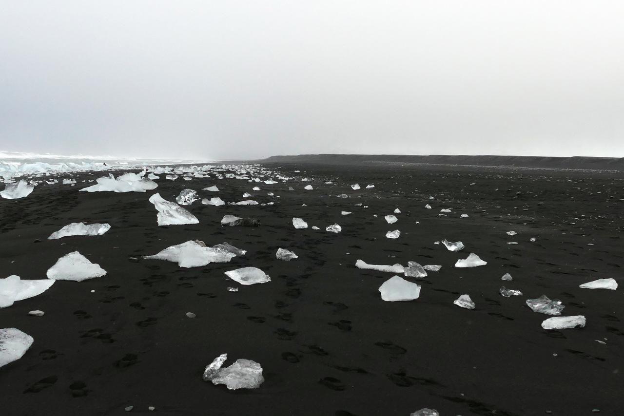 laguna di jokulsarlon: la spiaggia nera