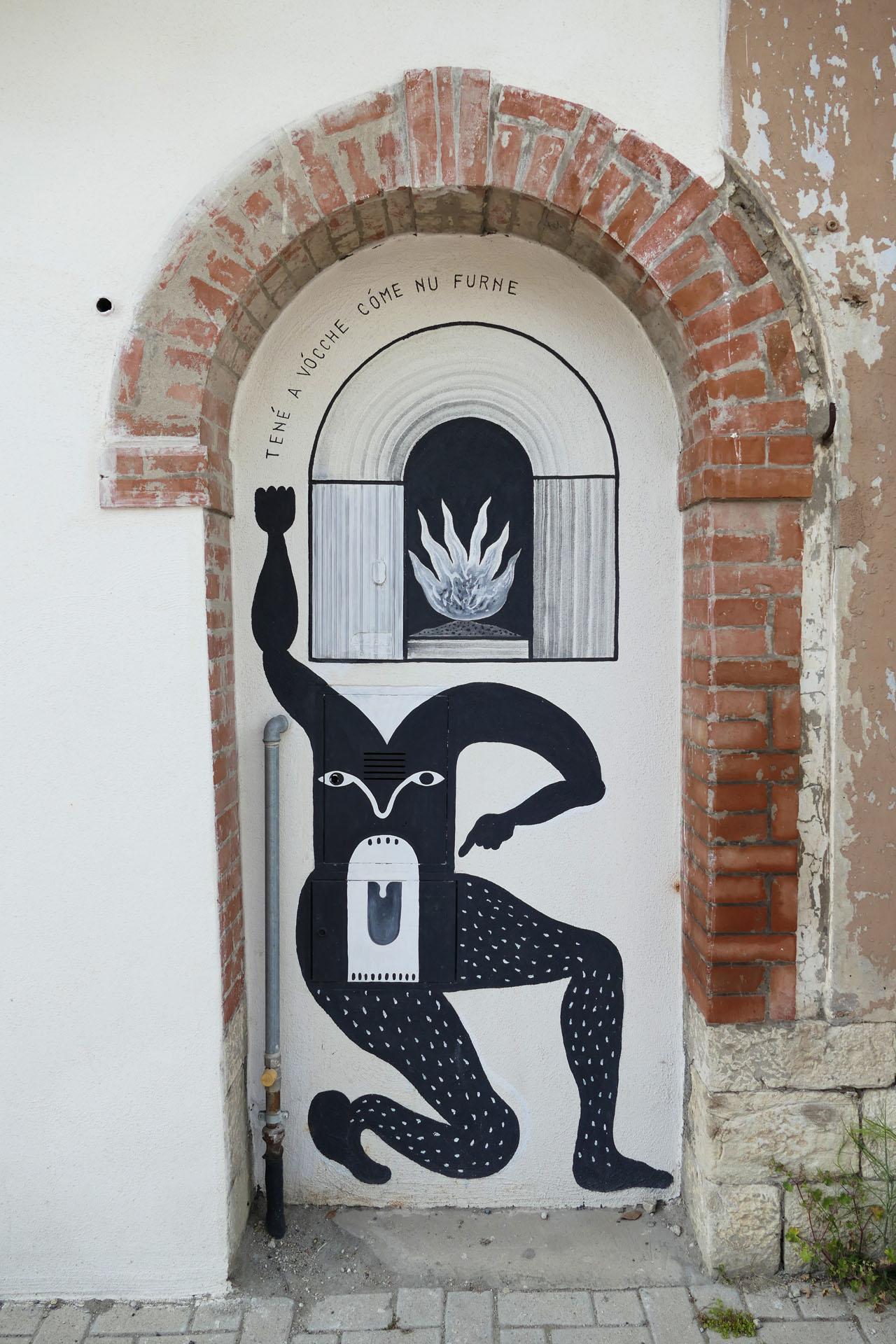 Street Art a Santa Croce di Magliano: I proverbi di Guerrilla Spam: Təné a vócchə cómə nu furnə