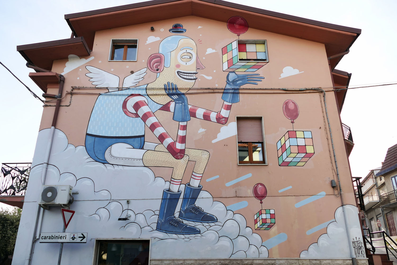 Street Art a Santa Croce di Magliano: L'enigma nella soluzione di Mr. Thoms, sulla casa natale di Antonio Giordano