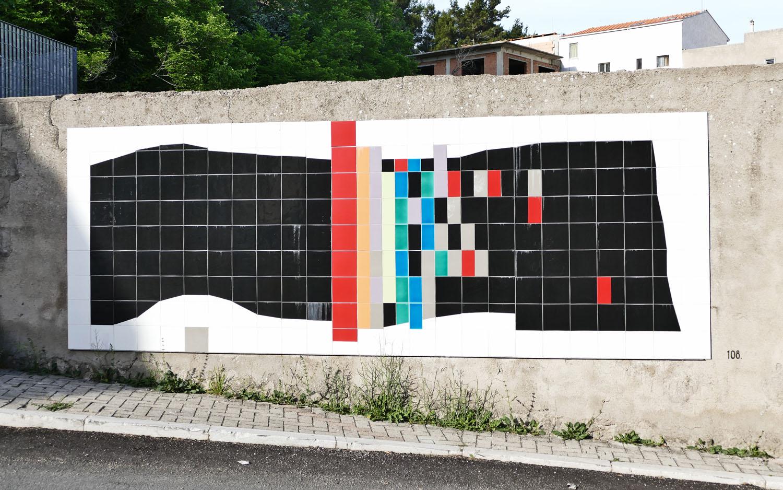 Street Art a Santa Croce di Magliano: L'intervento di 108, realizzato con piastrelle di ceramica