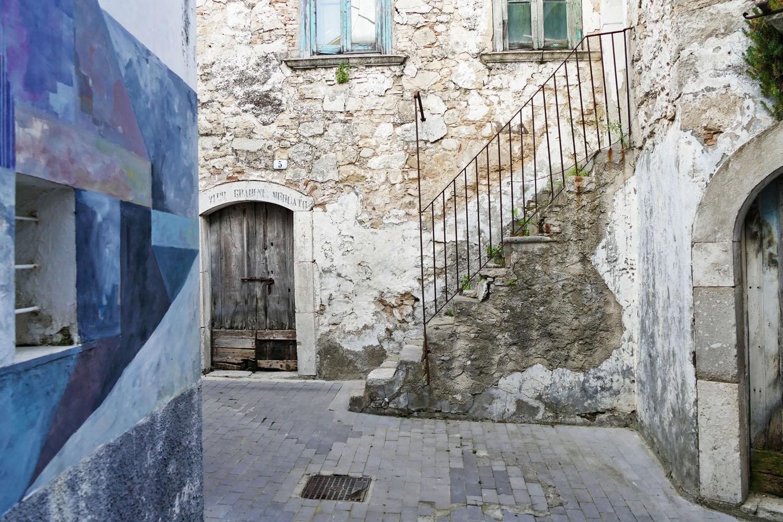 Street Art a Santa Croce di Magliano: Nelio tra i vicoli di Santa Croce